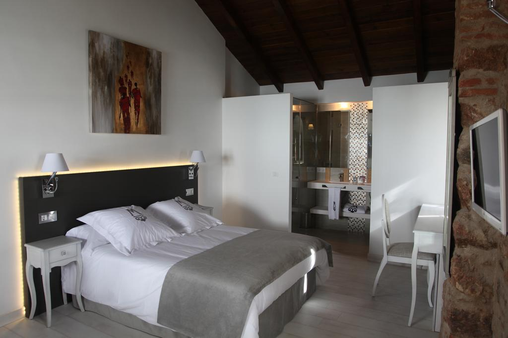 Routes of Iberian Ham boutique hotel room pedroches