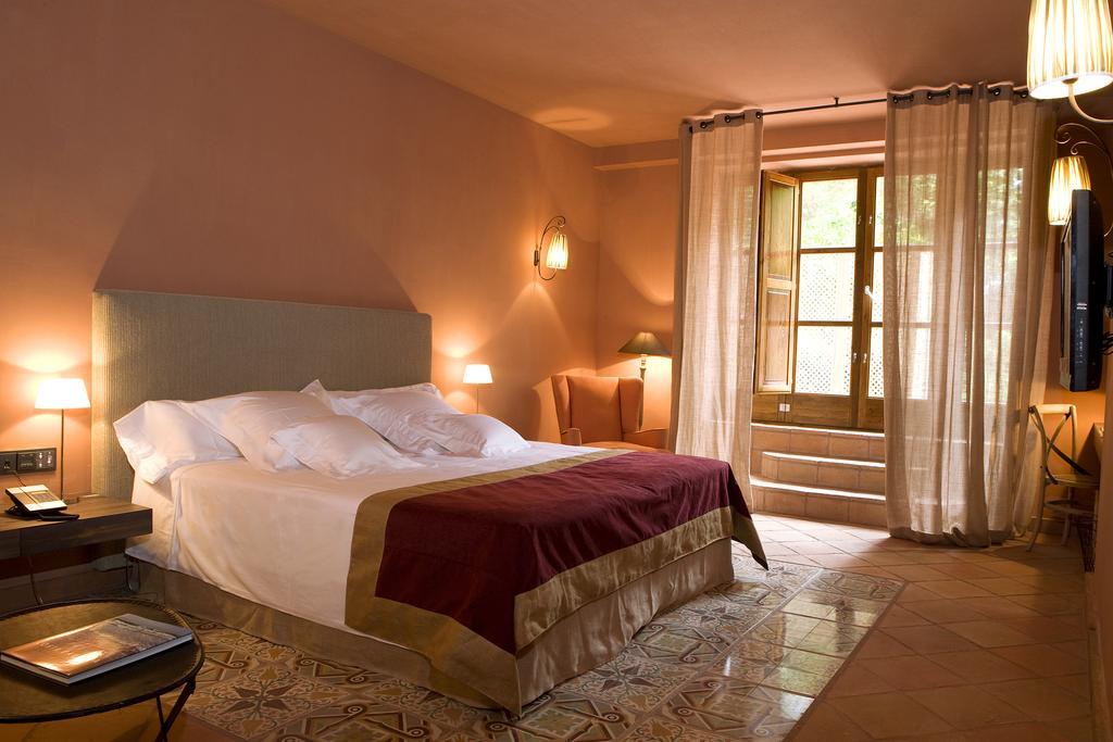 mas boella wine tourism catalonia room