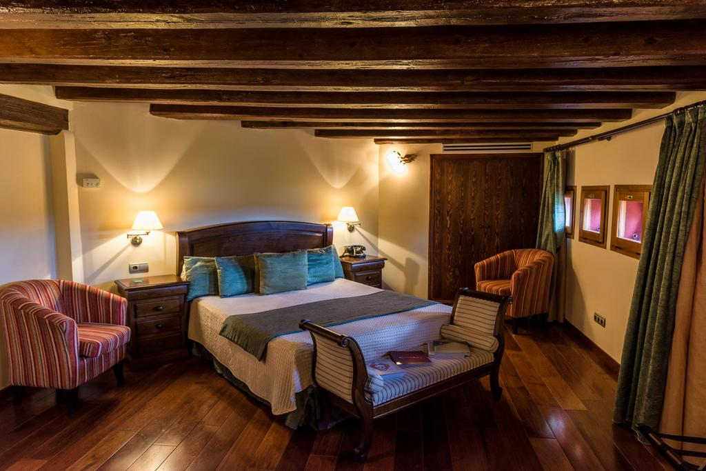 villa retiro wine tourism catalonia room