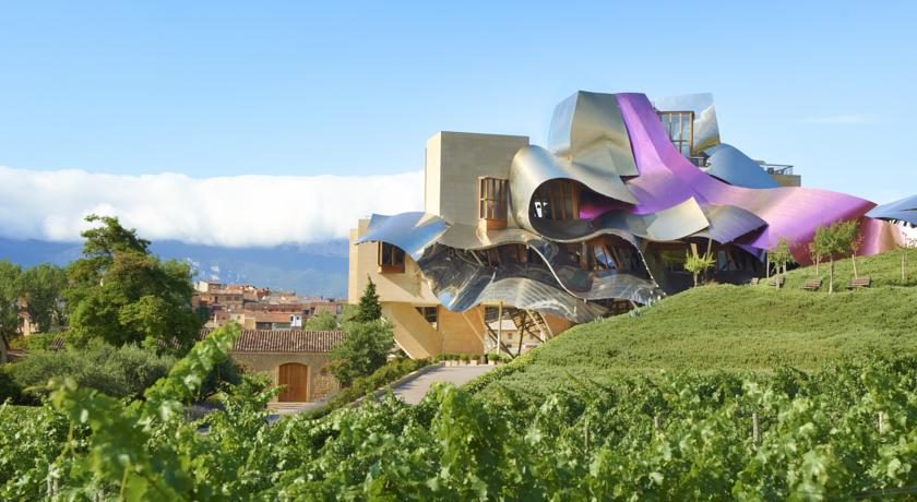 wine tourism getaways in the Rioja Riscal