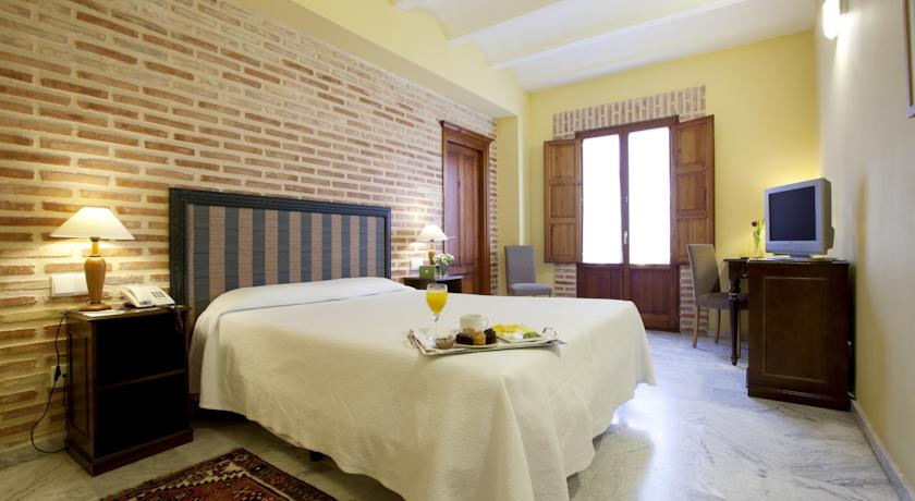 Weekend Getaways near Valencia ad hoc room