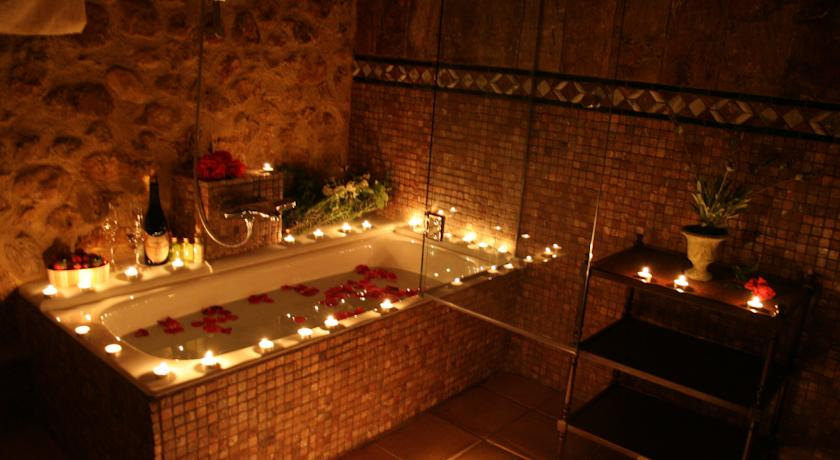 Weekend Getaways near Valencia casa babel bath