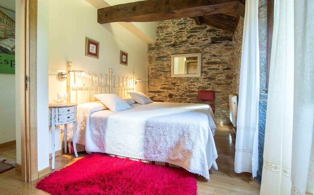 tour along the Rías Altas in Galicia casa piñeiro room